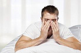 Homem com dor-cabeça
