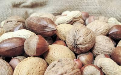 Frutos de casca rija associados a redução de risco cardiovascular
