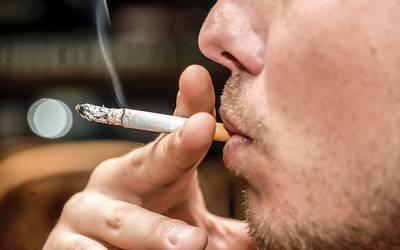 Fumar mesmo que pouco provoca danos a longo prazo nos pulmões