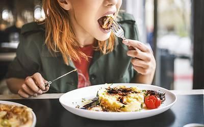 Restringir alimentação a um período de dez horas traz benefícios